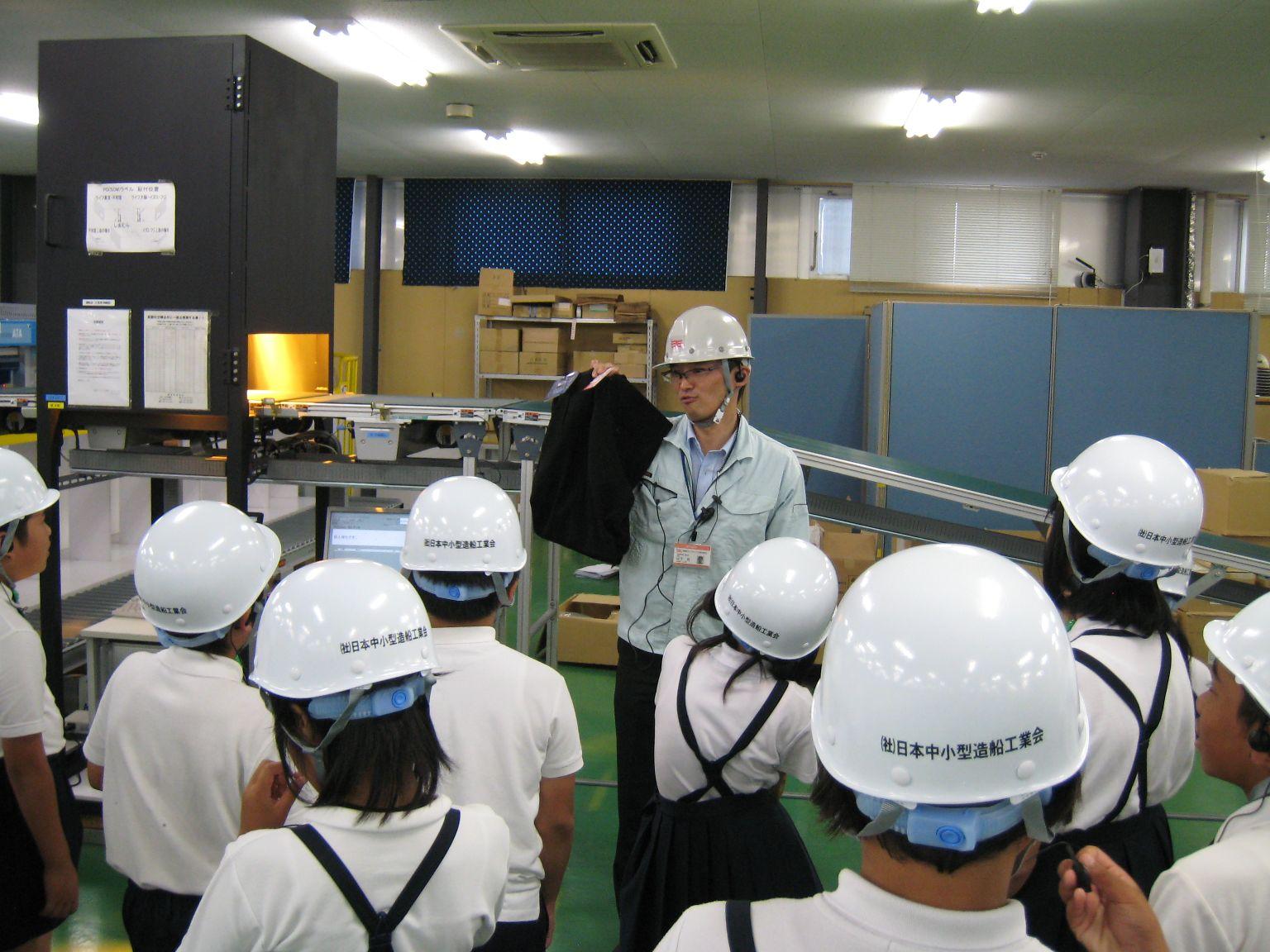 神原汽船福山物流センターで自動仕分け機を見学